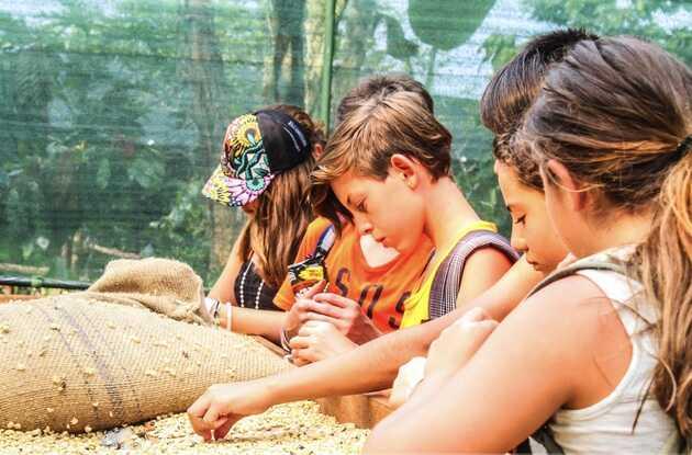 Children love the chocolate tours in La Fortuna with Desafio!