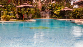 One of Laguna Lodge´s crystalline swimming pools
