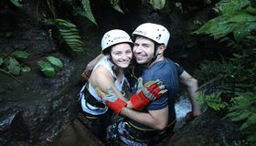 Happy hugs on a romatic vacation in Costa Rica with Desafio.