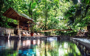 Combo tour hanging bridges ecotermales hot springs and lunch or dinner La Fortuna Costa Rica