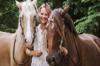 Horse tours in Coco beach Costa Rica La Montana with Desafio.