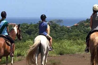 Horseback riding tours in Coco beach Costa Rica La Montana with Desafio.