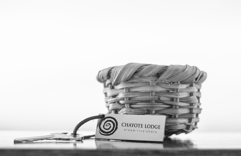 A small coffee basket and suite key at Chayote Lodge