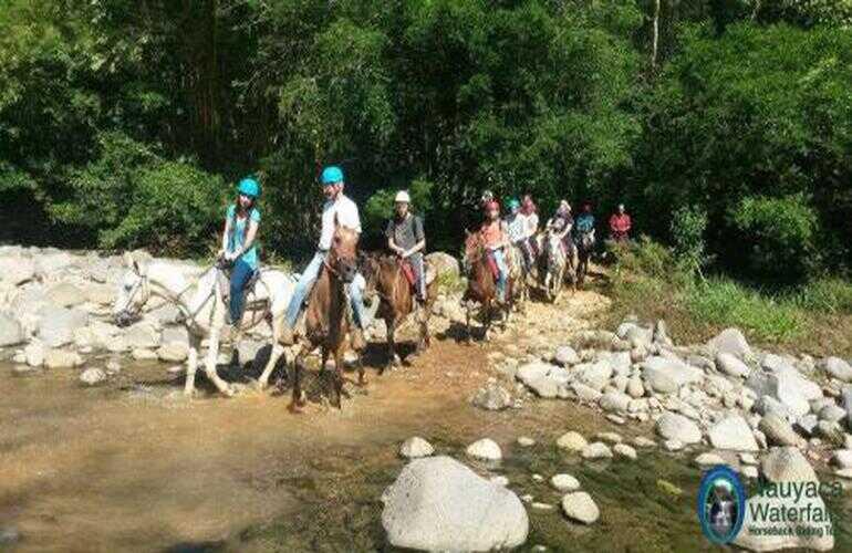 Nauyaca Waterfall tour hiking or by horseback in Domincal Costa Rica.