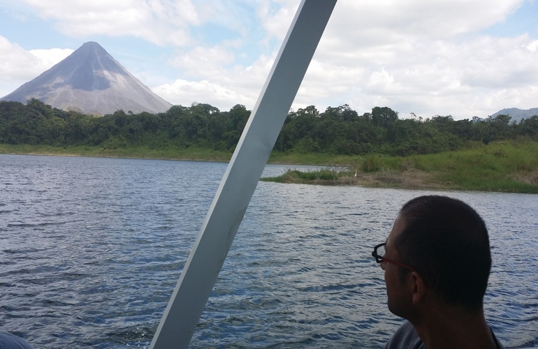 Get great views from Monteverde to Arenal on the Desafio boat transfer.