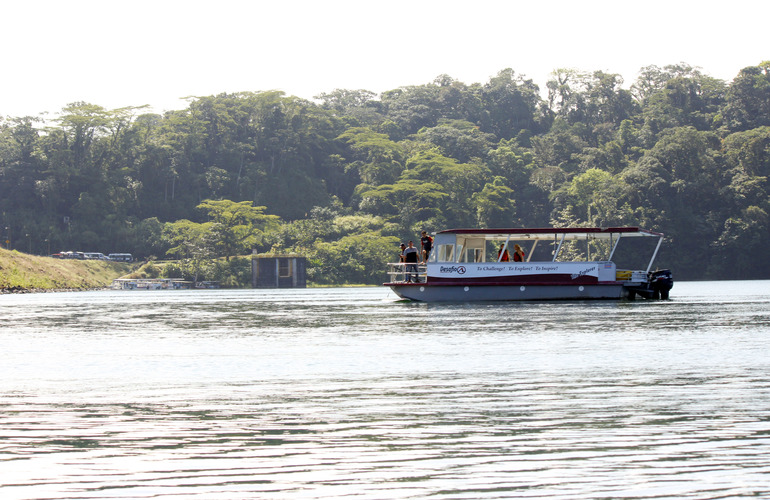 Relaxing Boat Tour on Lake Arenal with view of the Arenal Volcano in La Fortuna Costa Rica