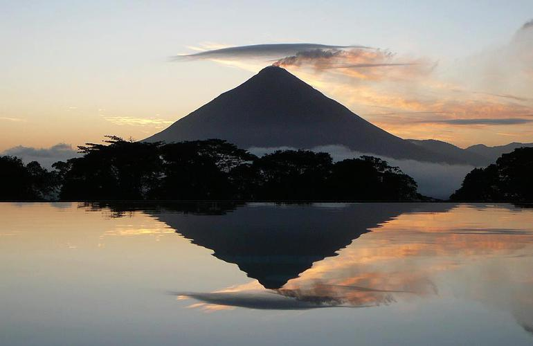 The best Extreme trekking tour in Costa Rica to The Valley of the Volcanoes