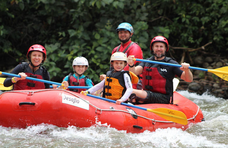 Rafting for familias in Costa Rica with Desafio Adventure Company.