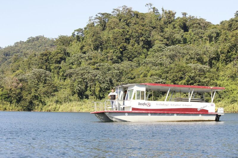 Beautiful scenery on the boat tour on Lake Arenal with Desafio.