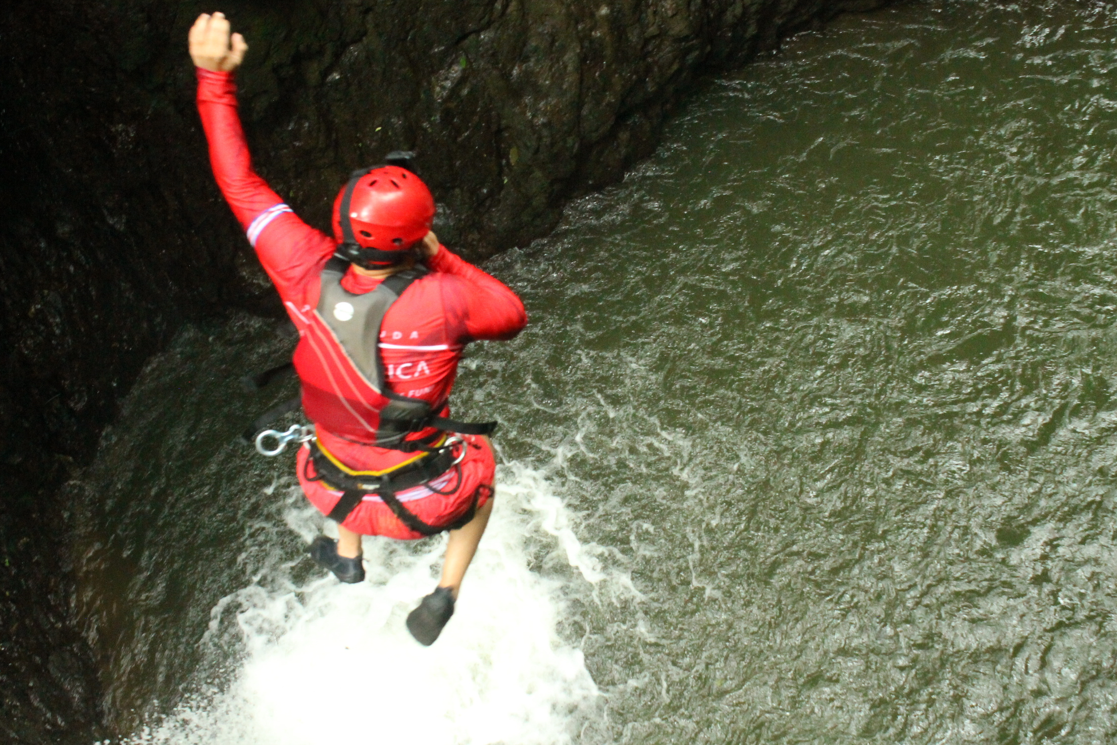 Amazing cliff jumping and waterfall jumping in Costa Rica in Gravity Falls with Desafio Adventure Company.