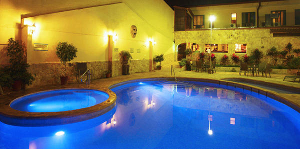 Adventure Inn Hotel in Costa Rica is a great airport hotel option and has a great pool. Desafio Adventure Company can help you plan an affordable Costa Rica adventure!