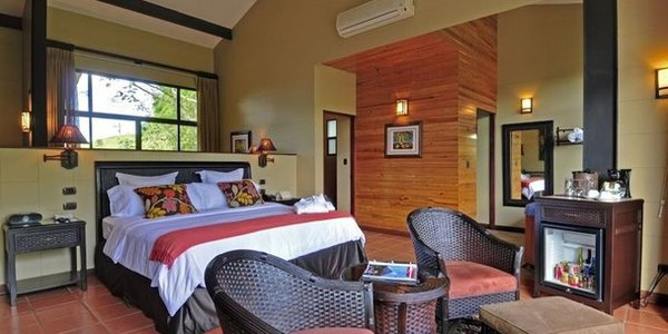 Luxurious and romantic rooms with the best views of Arenal volcano at Arenal Kioro. Desafio can help you get the best prices at Kioro and other hotels while visiting Costa Rica!