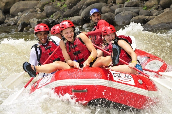 Having a lot of fun on the rafting tour in Costa Rica with Desafio.