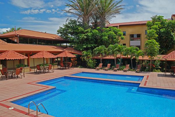 With two pools, Country Inn & Suites is close to the San Jose, Costa Rica airport. Desafio can help you plan your custom Costa Rica vacation!