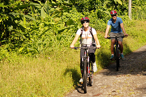 Explore on your mountain bike on this Extreme Arenal Combo.