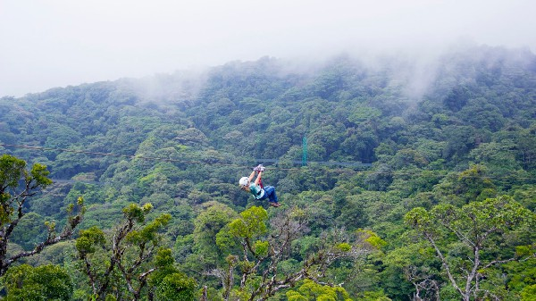 The exciting adveture of zip lining tours in Costa Rica!