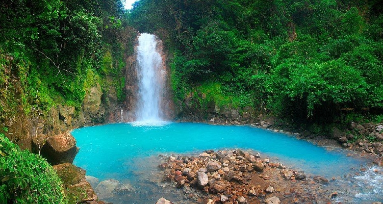 Enjoy a hike to the blue waterfall in Costa Rica Rio Celeste.