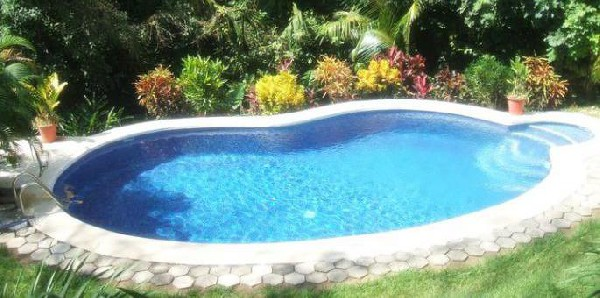 One of the two pools at Hotel Belvedere in Playa Samara. Desafio can help you plan the best vacation to Costa Rica!