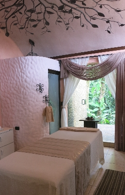 Hotel Los Lagos offers massages and lots of relaxing activities in Arenal. Desafio can help you plan your perfect family vacation to Costa Rica!