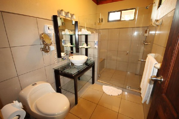 Spacious and modern bathrooms make your stay at Poco a Poco in Monteverde more comfortable.