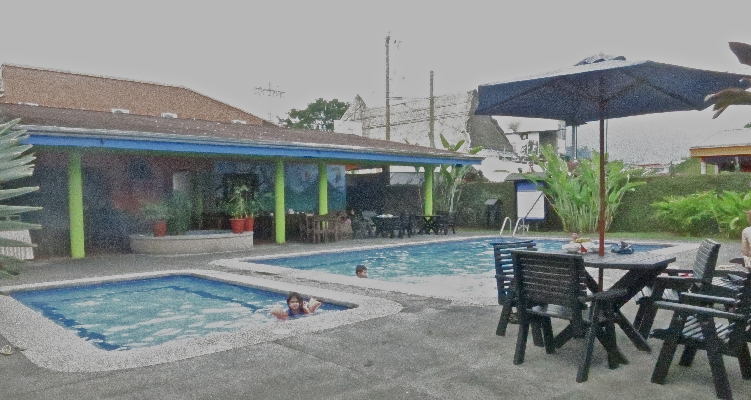 Pool and Jacuzzi area at Hotel San Bosco, the perfect place for a budget friendly vacation in La Fortuna. Arenal!