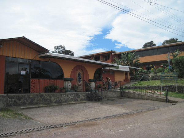 Lobby and reception welcome you at Hotel Los Cipreses near the Santa Elena Could Forest Reserve.
