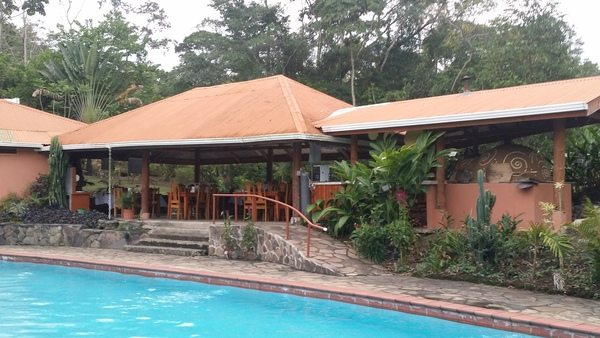 The pool and restaurant at Finca Luna Nueva