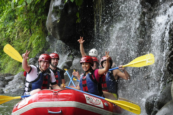 White water rafting in Arenal with Desafio Adventure Company.