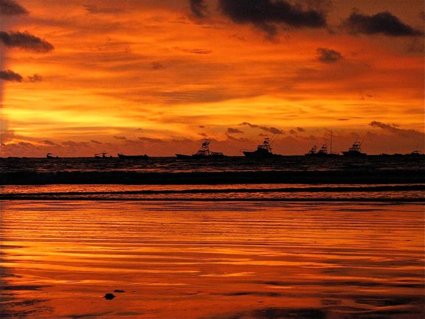 Epic sunsets are a big part of visiting Tamarindo, a beach town on the Pacific Coast of Costa Rica. Desafio can help you plan the best Costa Rica vacation!