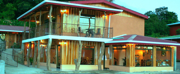 Monteverde Rustic Lodge is a quaint property full of charm! Guests can enjoy the immaculate gardens and spotless rooms.