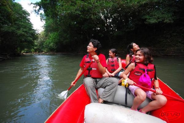 Safari Float is a smooth two-hour paddle down the quiet Sarapiqui River!