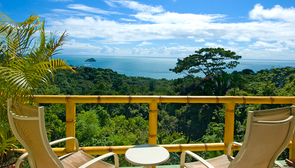 Featuring breathtaking views of the Pacific, Si Como No is considered one of the best resorts in Manuel Antonio. Desafio Adventure Company offers the best deals on package vacations to Costa Rica!