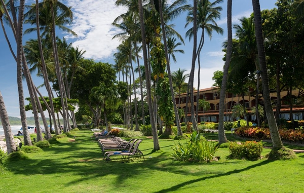 Tamarindo Diria Resort features lush gardens and ocean views in the heart of downtown. Desafio can get you the best prices on complete vacations to Costa Rica!
