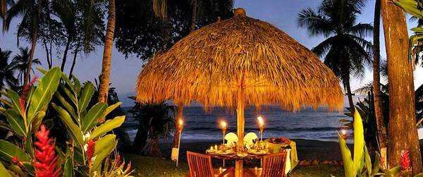 Romantic dinners at the beach at Tango Mar.