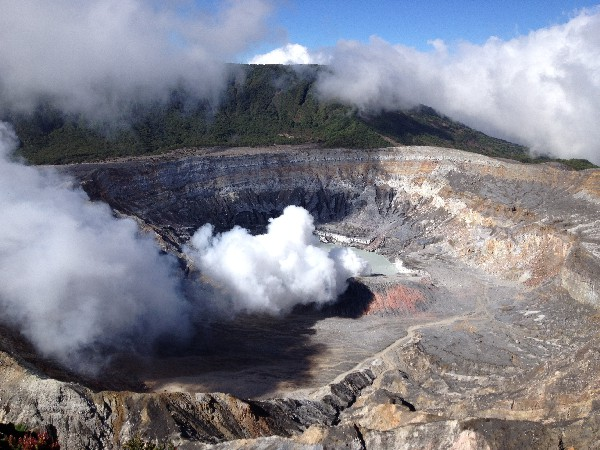 Poas Volcano is a highlight of your vacation with Desafio.