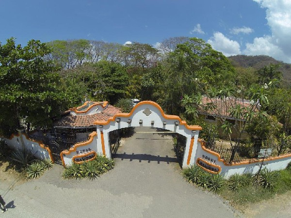 The grand entrance at Villa Kalimba in Playa Samara. Desafio can help you plan an adventurous Costa Rica vacation!