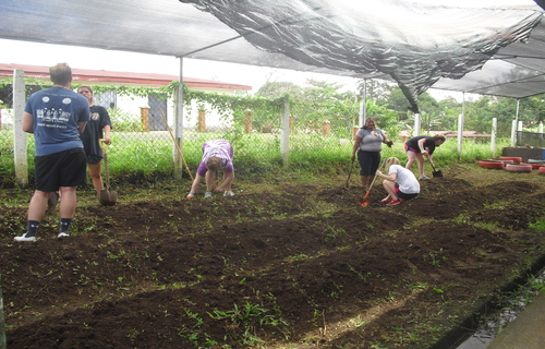International volunteers give back in Costa Rica with Desafio Adventure Company