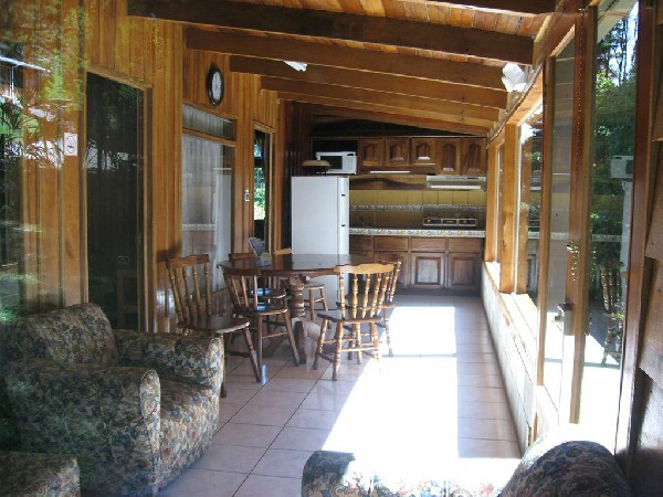 Fully equipped cabins feature all of the comforts to make your stay comfortable for two nights or two months at Los Pinos near the Cloud Forest Reserve in Santa Elena.