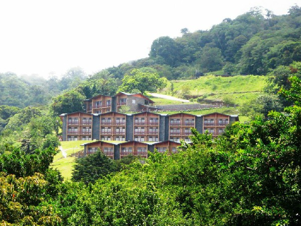 El Establo hotel in Monteverde is perfectly surrounded by nature and cloud forests.