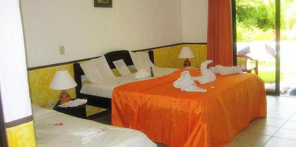 Basic and clean rooms at Hotel Belvedere in Playa Samara. Desafio can help you plan the best vacation to Costa Rica!