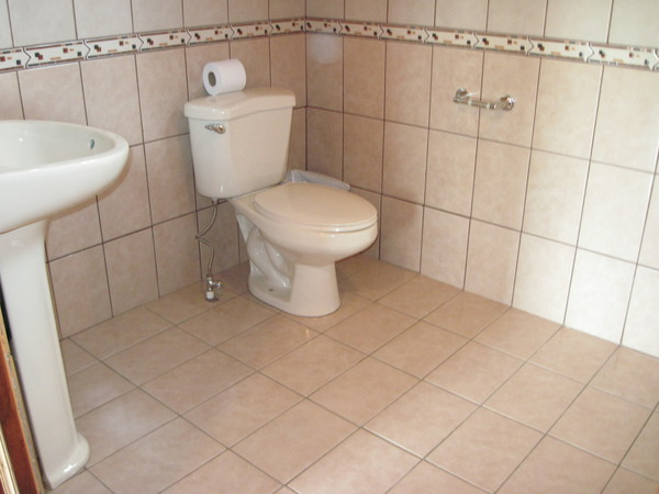 Clean, private and spacious bathrooms at an affordable price at Hotel Los Cipreses in Monteverde.