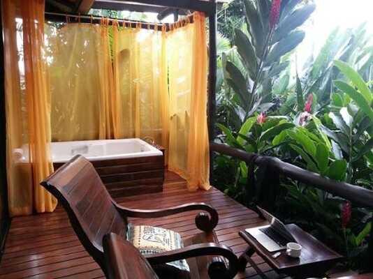 Jacuzzi garden tubs at Nayara in Arenal. Desafio can help plan a romantic honeymoon in Costa Rica!