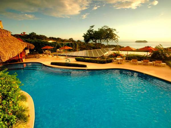 Located Manuel Antonio, Si Como No offers excellent service and breathtaking views of the Pacific. Desafio Adventure Company offers the best deals on package vacations to Costa Rica!