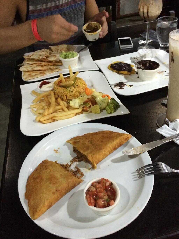 GOOD EATS in La Fortuna: Rainforest Cafe