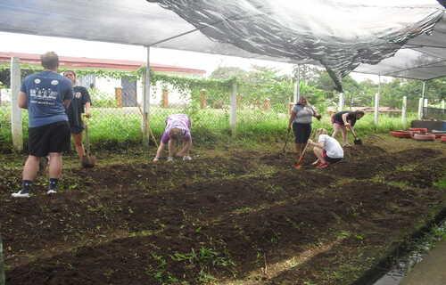 International volunteers give back in Costa Rica with Desafio Adventure Company